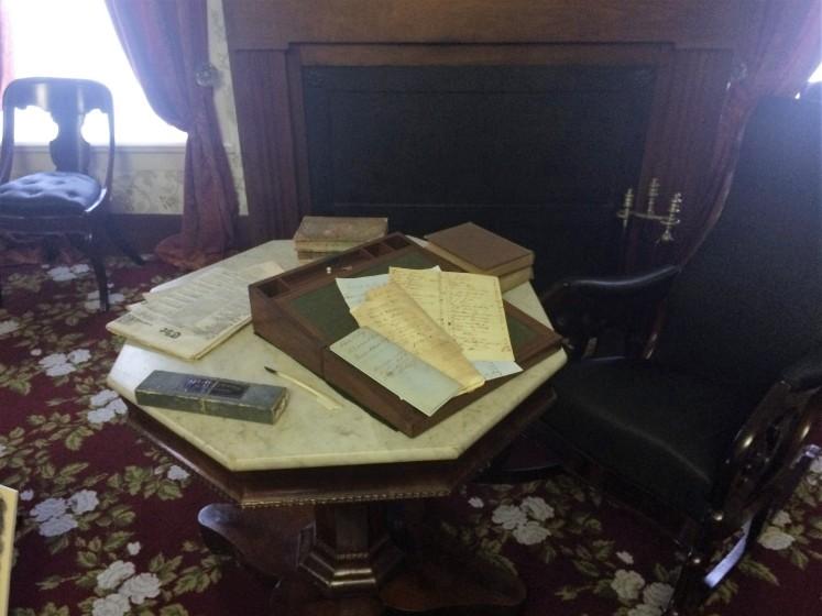 Lincoln's desk.JPG
